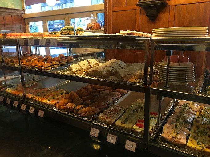"""Sandwiches and Strudel at the counter in """"Zum schwarzen Kameel"""""""