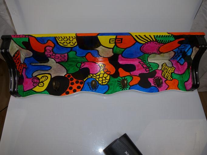 95. Houten Kapstok, ↔ 58 cm x 14 cm, € 70