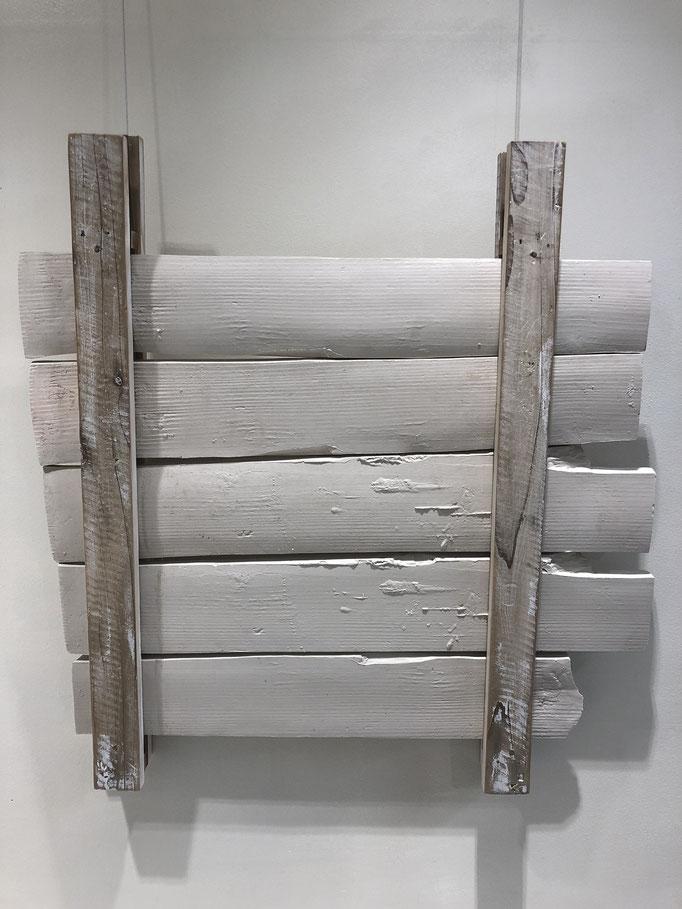 髙岡太郎 W510×D40×H540mm 磁土、泥漿鋳込み、木材 『Flat-1』