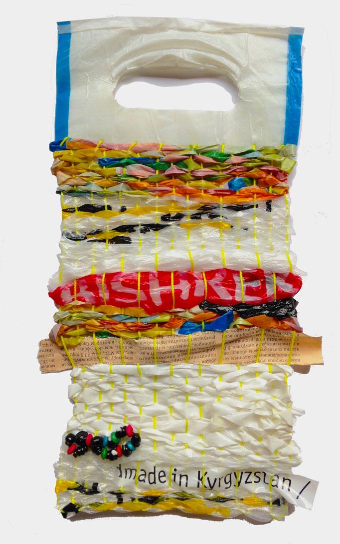 海老塚季史 レジ袋、新聞紙、魔除用ブレスレット、糸 H30.5xW18cm 『shoppingbags18』