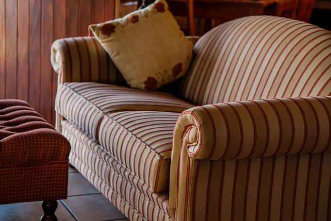 Rénovation de l'assise et couverture totale d'un canapé