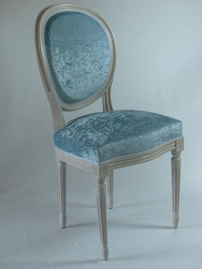 rénovation complète de chaises médaillons