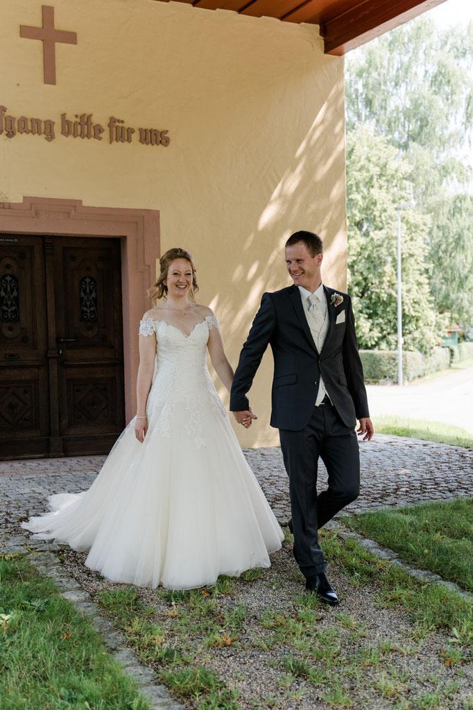 glückliches Brautpaar - Brautpaarshooting vor der Trauung