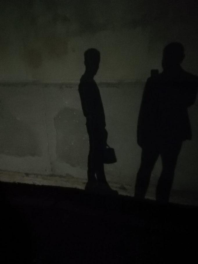 """Al """"Lavatoio Medievale"""" di Cefalù il Prof. Agliata non si esime dal fare la visita posturale ad un'ombra..."""