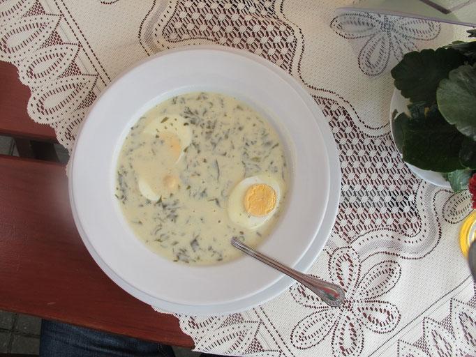 Kräftige Suppe mit Ei /  Polnische Spezialität...