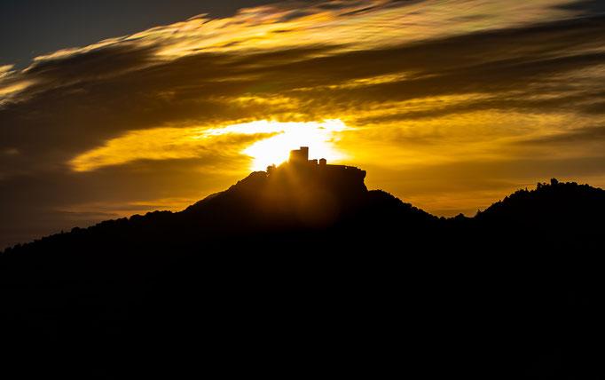 Trifels_Sonnenaufgang_Silhouette_2
