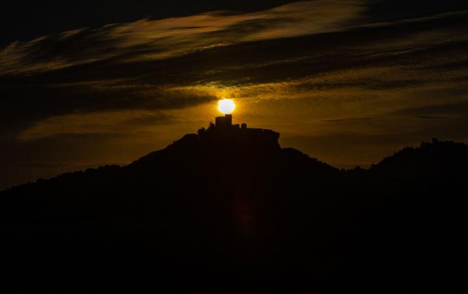 Trifels_Sonnenaufgang_Silhouette_3