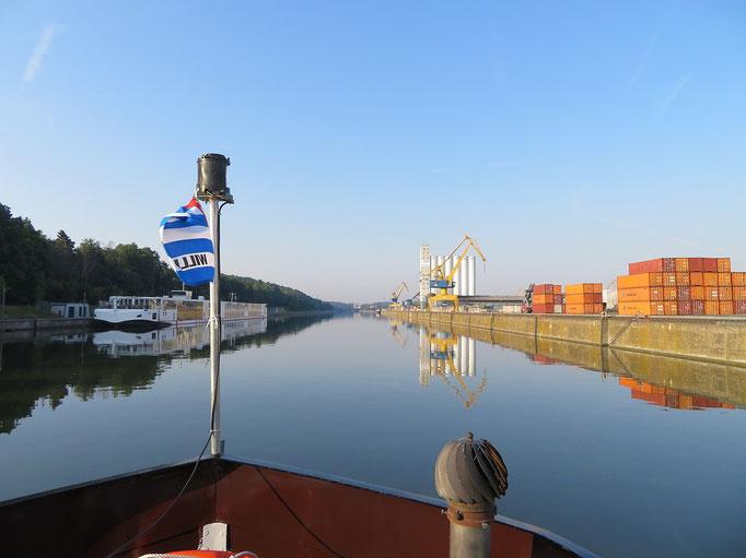 Hafen Nürnberg (Main-Donau-Kanal) 22.06.2017 07:12 © Uwe M