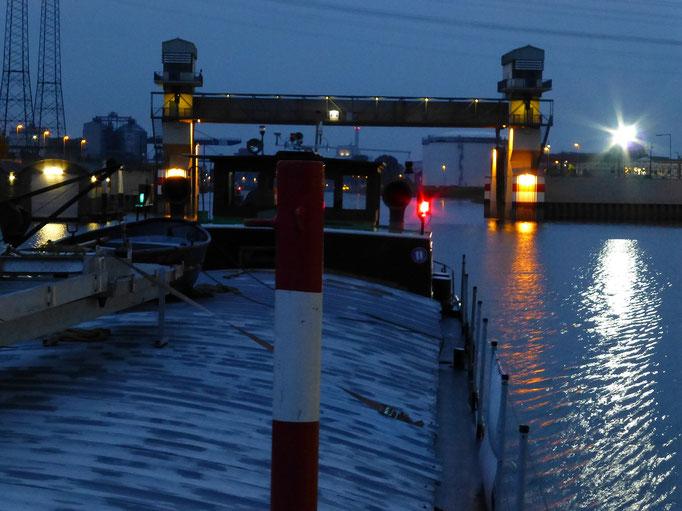 Hochwassersperrtor Hafen Karlsruhe (Rhein) 27.05.2014 05:07 © p-m