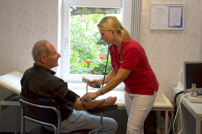 hausärztliche Betreuung akuter und chronischer Erkrankungen aller Altersgruppen vom Säugling bis ins höhere Lebensalter