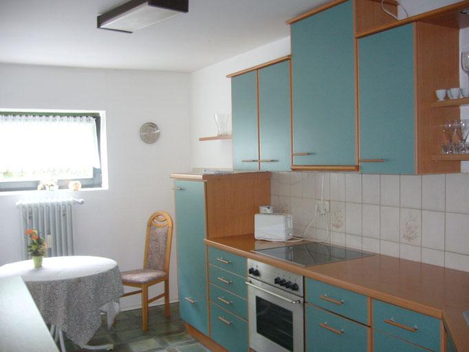 Küche, komplett ausgestattet mit Spülmaschine