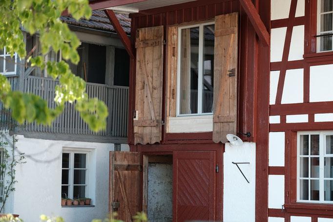 Eingang zum Haus Wyttenabch