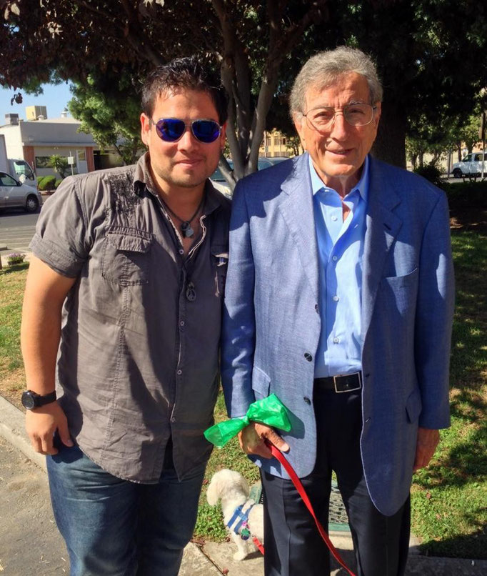 Una foto imperdonable: con el gran Tony Bennett en Fresno, California