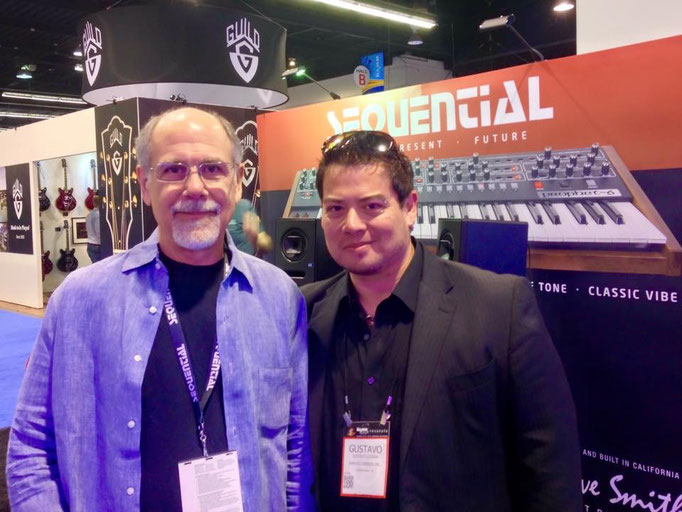 "Con mi amigo el ""papá del MIDI"" y fundador de Sequential Circuits: Dave Smith."