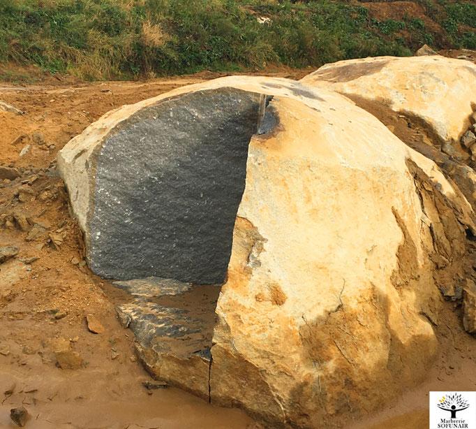 Bloc brut Granit - Marbrerie Funéraire Andouillé Neuville