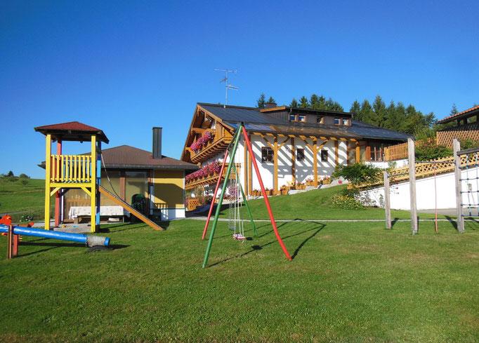 Blick auf das Haus Spannbauer und Garten