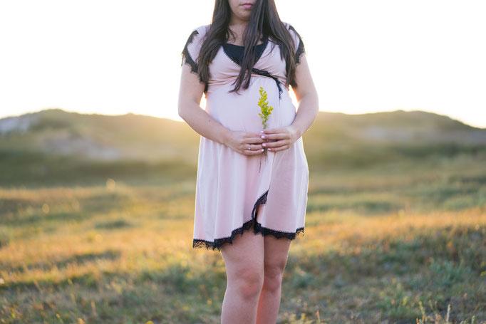 bolle buik, dikke buik, bloemen, roze jurkje