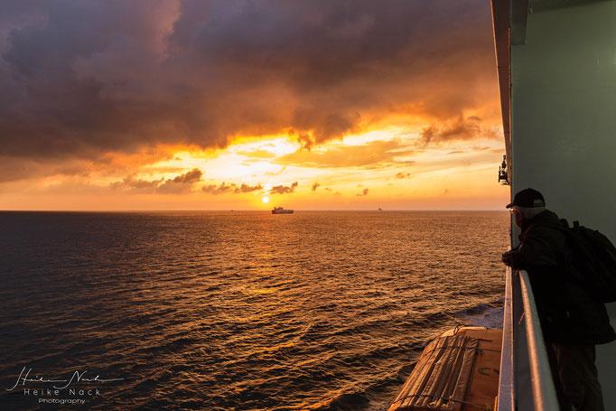 Sonnenaufgang auf der Nordsee vor Holland