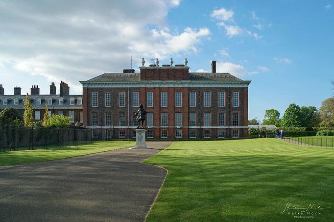 Blick vom goldenen Tor auf den Kensington Palast