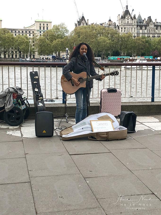Straßenmusikerin Simeon Turtle