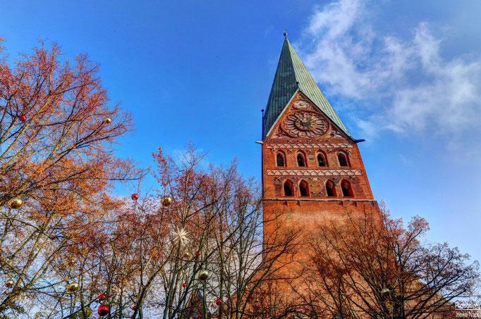 Weihnachtsmarkt bei der St. Johannis Kirche Lüneburg