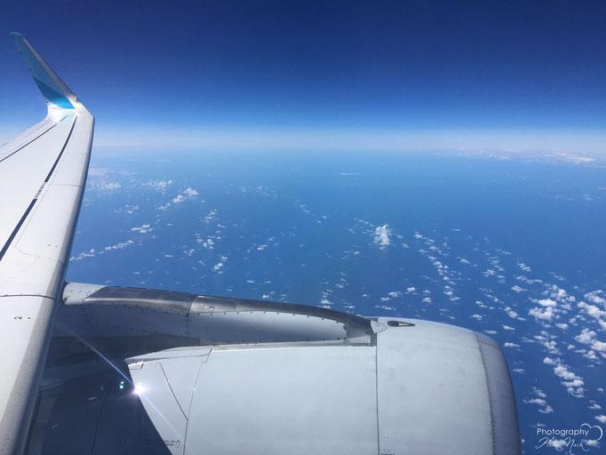 Fantastische Aussicht aus dem Flugzeug bei 11.887,2 Metern Höhe und 830 km/h über der Nordsee