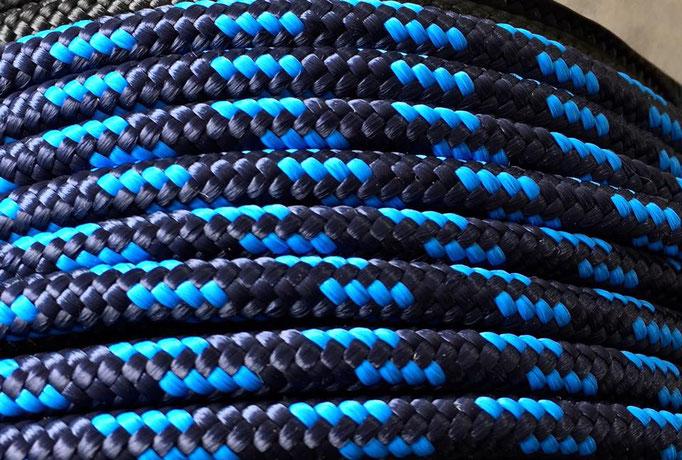 dunkelblau mit blau