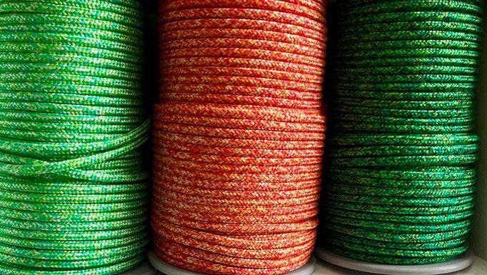 Grüntöne mit weiß, Rot orange gelb mit weiß, Grüntöne mit schwarz und braun