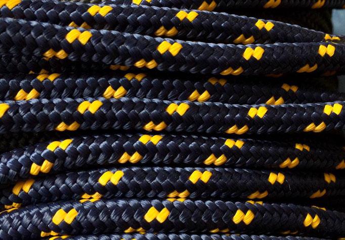 dunkelblau mit gelb
