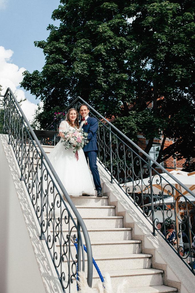 Brautpaar am Hotel Wyndberg
