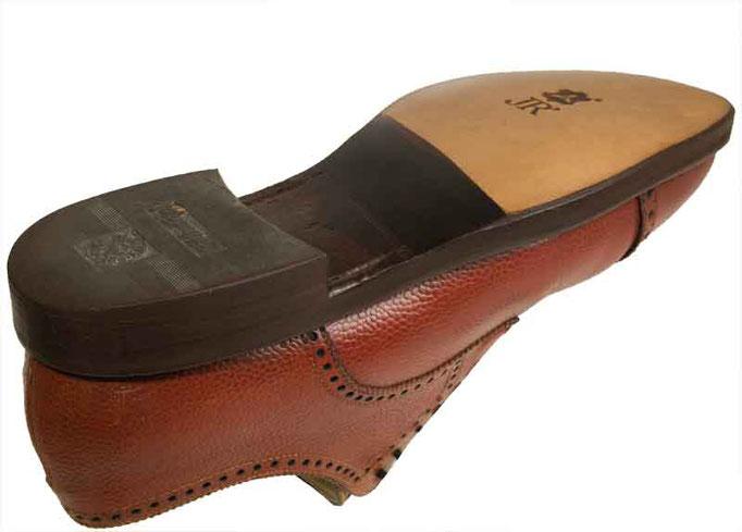 """Nach dem Finish hat der Schuh wieder dieselben Trageeigenschaften und """"inneren Werte"""" wie im ursprünglichen Neuzustand."""