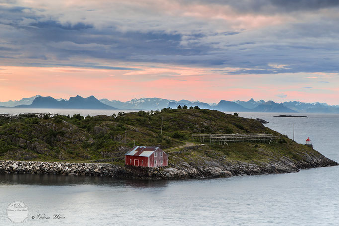 "Bild: Lofoten, Henningsvaer, ""cloudy morning"", www.2u-pictureworld.de"