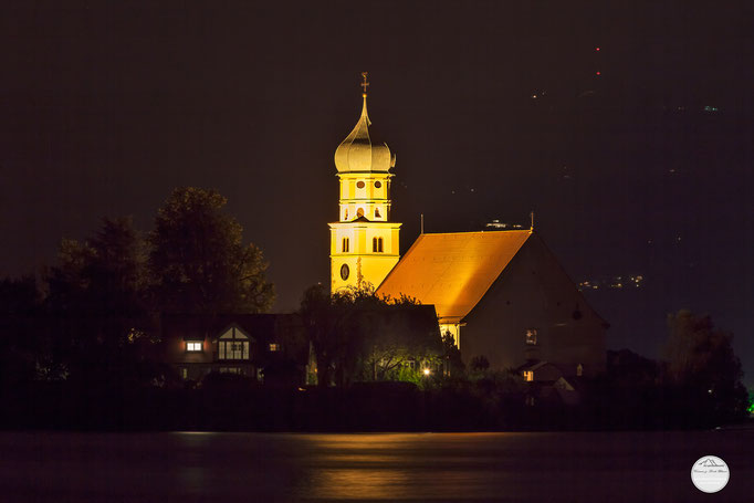 "Bild: Wasserburg bei Nacht, Bodensee, ""Wasserburg lightened night""; www.2u-pictureworld.de"