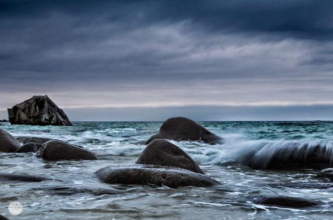 "Bild: bay of Utakleiv, Lofoten, ""ocean rocks""; www.2u-pictureworld.de"