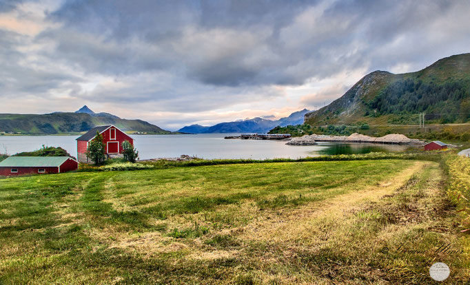 "Bild: Lofoten, Flakstadoya, ""morning has broken"", www.2u-pictureworld.de"