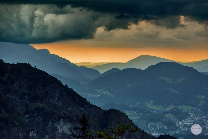 "Bild: walking in the Watzmann-Alpes when a thunderstorm is rising, Berchtesgardener Land, ""rising thunder-storm""; www.2u-pictureworld.de"