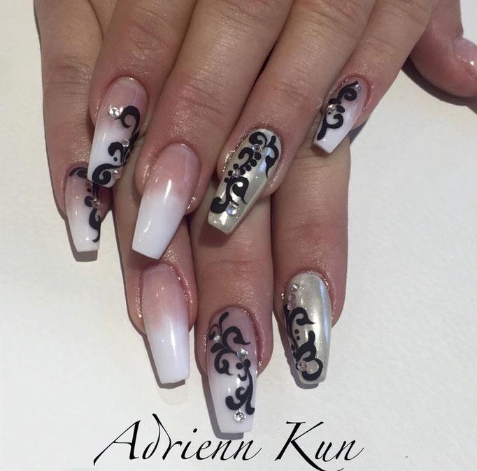 Adrienn Kun Lakatosné arbeitet mit dem Pearl Milky White Gel
