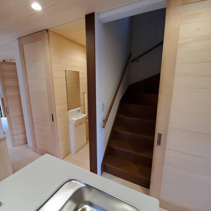 空調機器未使用時は開放して階段室の空気も浄化