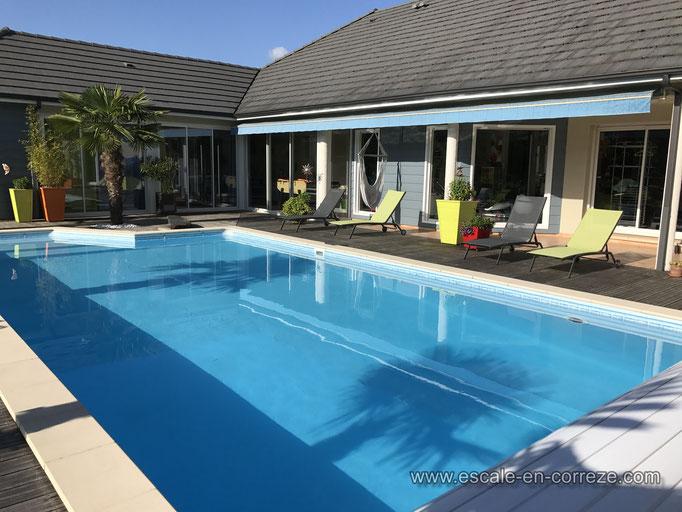 La piscine chauffée l'été à l'escale en Corrèze
