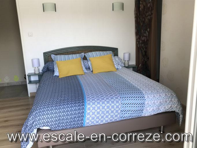 la chambre côté terrasse , Escale en Corrèze .