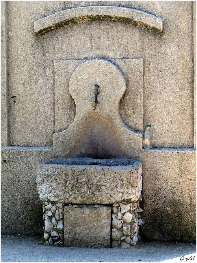 La Fontaine de la Place ... à Tanneron