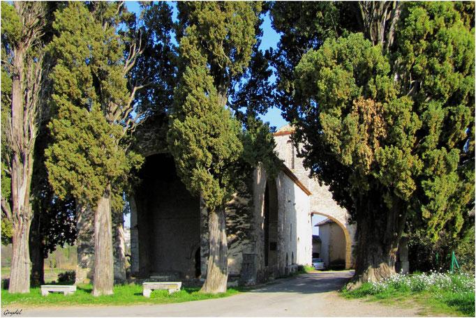 Chapelle ND des Cyprès à Fayence ( façade )