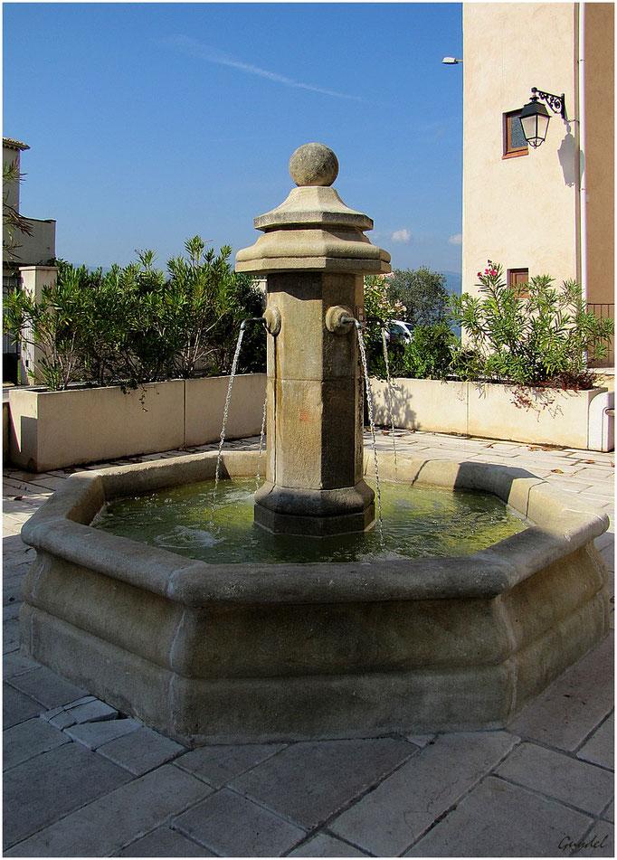 La Fontaine derrière la Mairie
