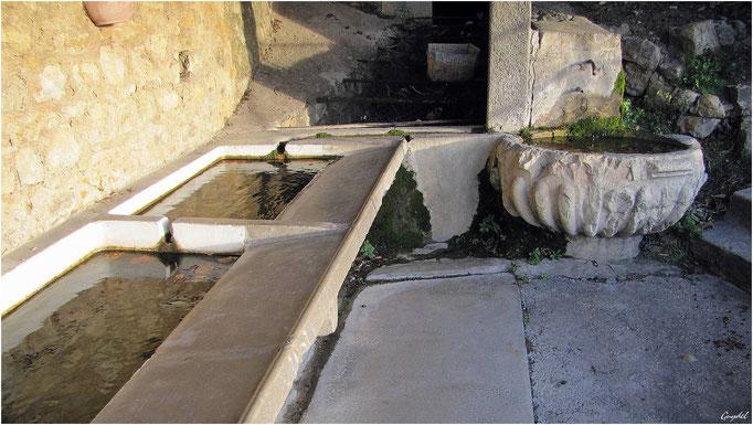 La fontaine et le lavoir St Clair
