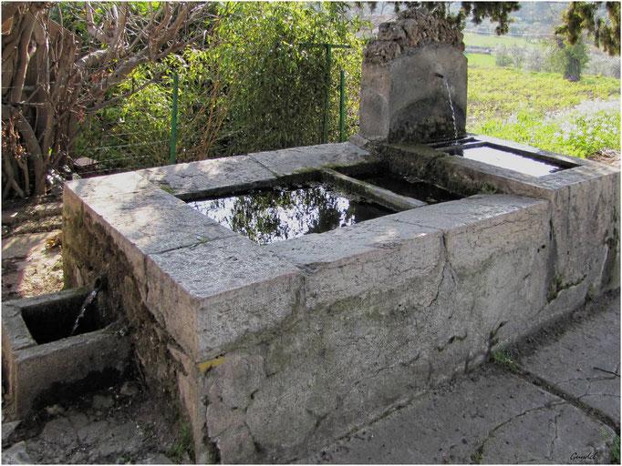 Fontaine de ND des Cyprès ... à Fayence