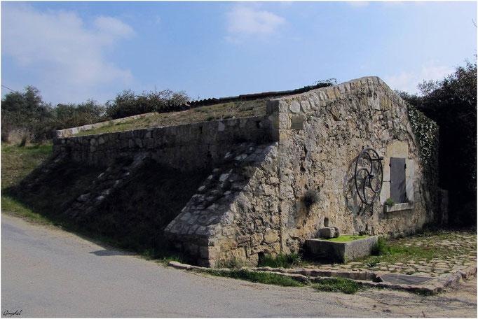 Fontaine Réservoir à Roue ... Chemin du Moulin à Montauroux