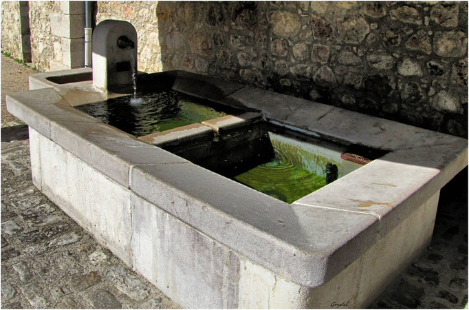 Fontaine-Lavoir ... sous la Magnanerie à Seillans