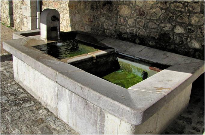 La Fontaine-Lavoir sous la Magnanerie