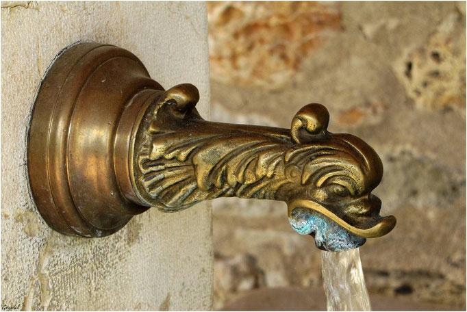 Le très beau robinet de la Fontaine sous la Magnanerie à Seillans
