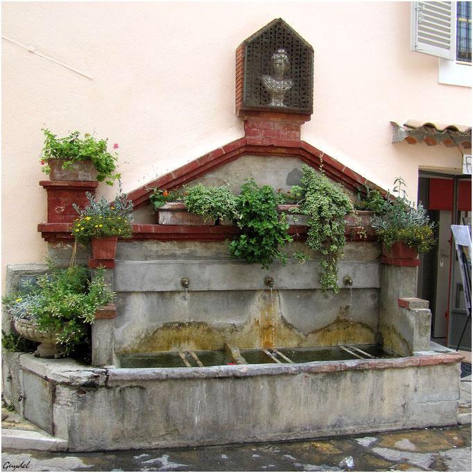 Une Fontaine en haut du Village